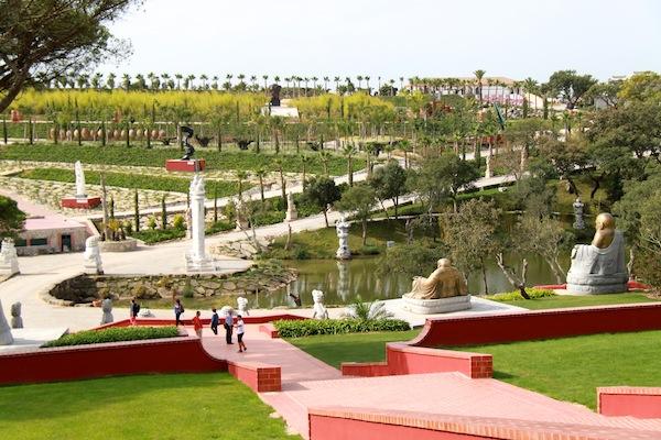 Buddha Eden o enorme jardim da paz • Viajar em FamíliaViajar em