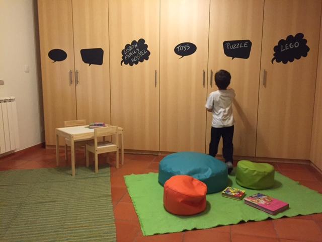 quarto brinquedos lisbon family hostel